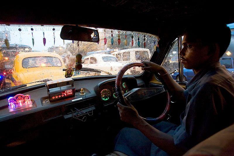 800px-india_-_kolkata_taxi_-_3771