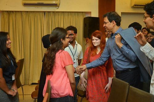 Vidushi Introduces the Chief Guest to Scholars at the Annual IDIA IFL 2016 Event