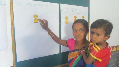 Chandrabati Kadraka, 22, with her little girl, Tiki. (Credit: Rakhi Ghosh\WFS)