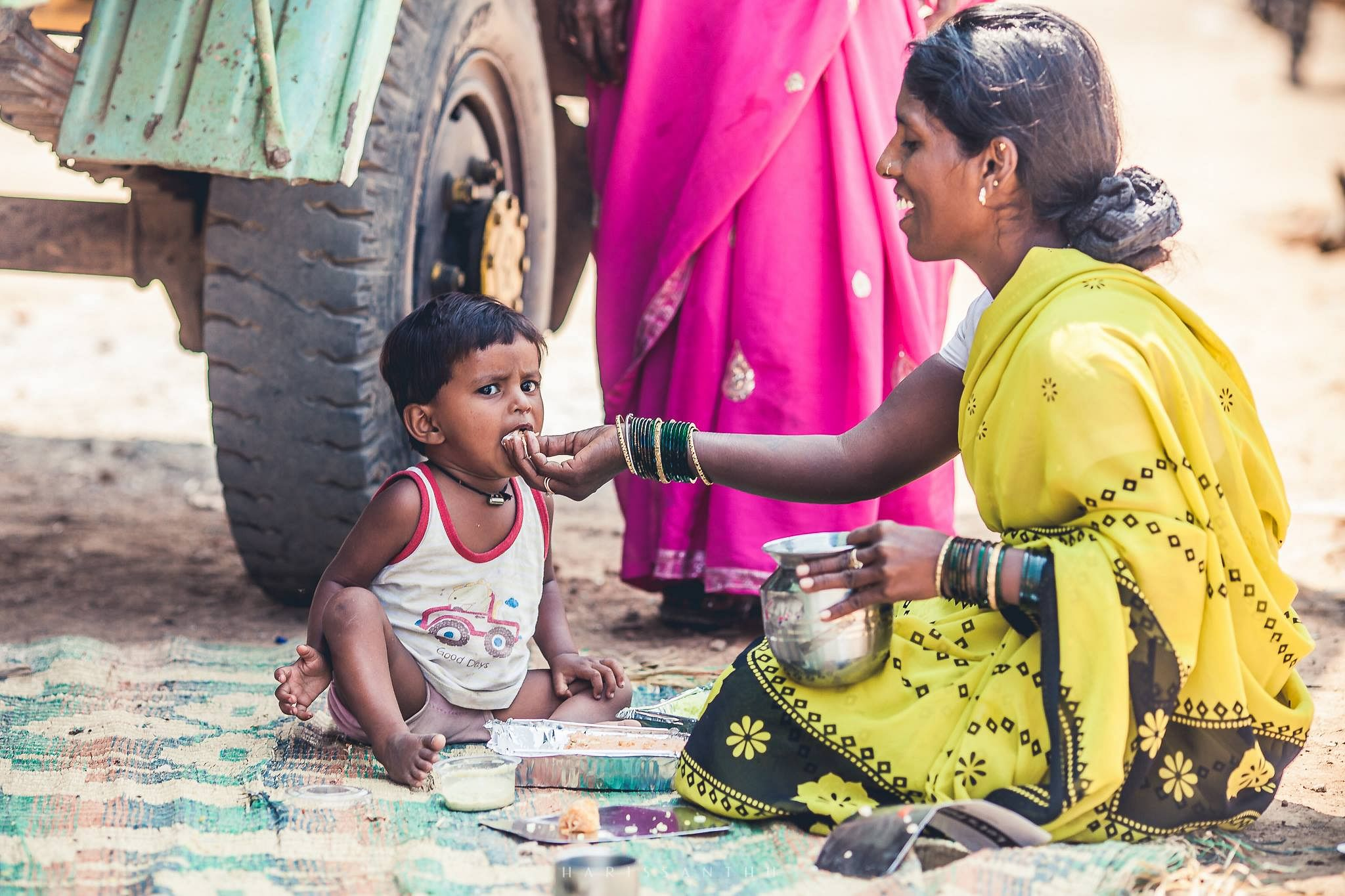 mom-feeding-her-kid