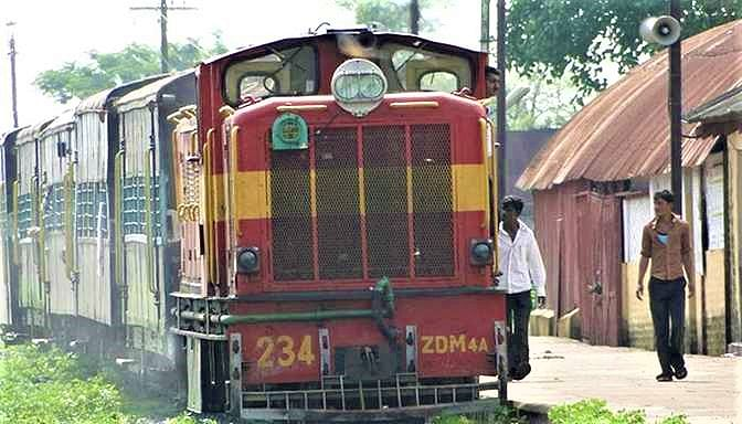 thequint%2f2016-06%2f94f79031-7156-48fb-96b1-ab84c114c405%2fnarrow_gauge_train_at_rajim