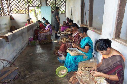 Beedi factory near Nileshwaram, Kerala, India. (Source: By Dereleased [CC0 or CC0], via Wikimedia Commons)