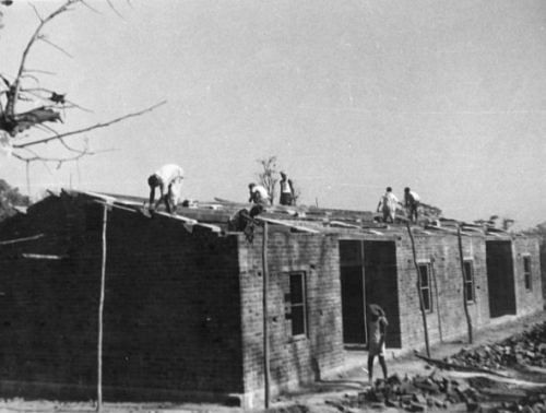 Source: By Mennonite Church USA Archives (Constructing housing, India, 1961) [No restrictions], via Wikimedia Commons