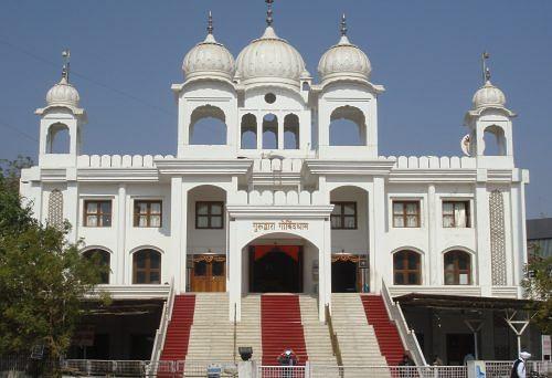 Gurudwara Govinddham, Ahmedabad. (Source: By Maulik Kansara (Own work) [CC BY-SA 3.0], via Wikimedia Commons)