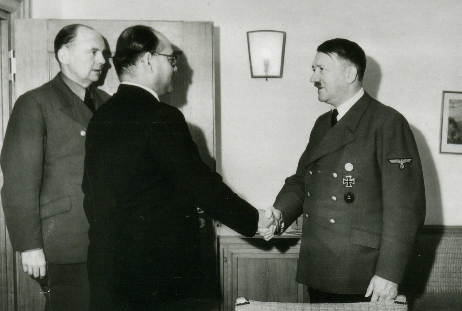 Netaji Subhas Chandra Bose and Adolf Hitler - Germany 29 May 1942