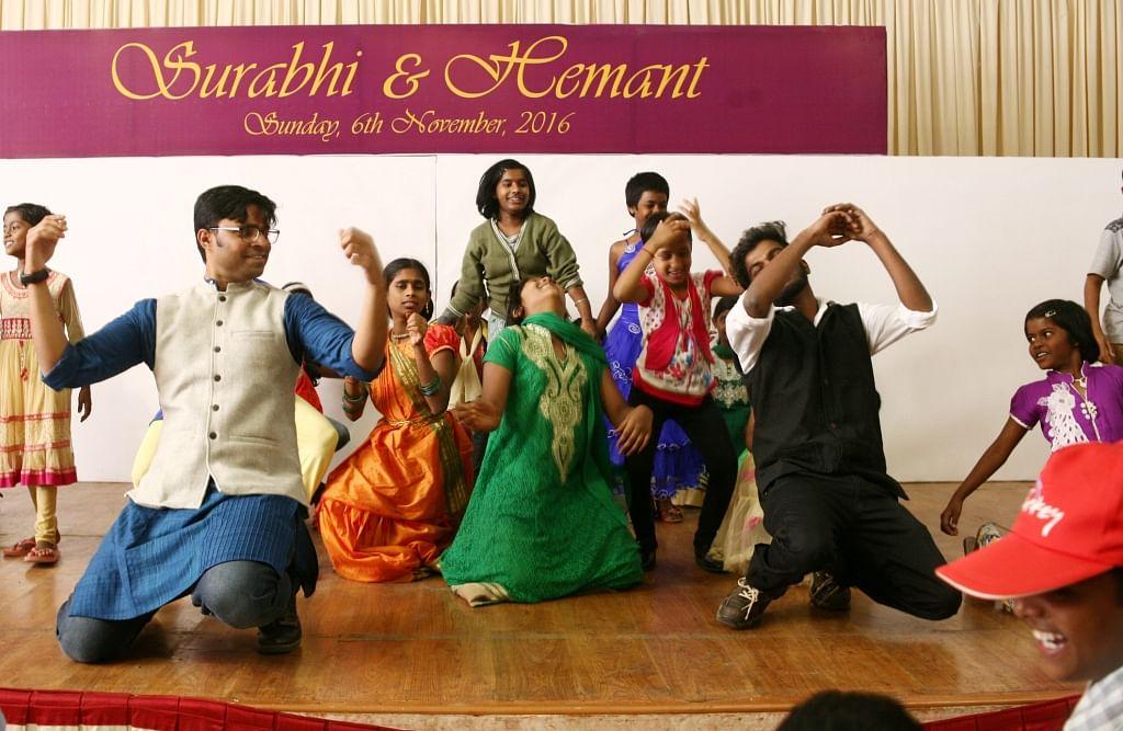 seva-se-shaadi-dance-with-hemant