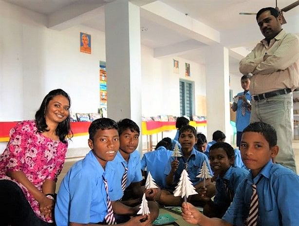 Shalini_krishnan_teaching_tribal_students