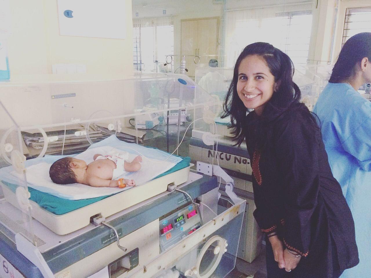 Janan putting a Bempu bracelent on a newborn.