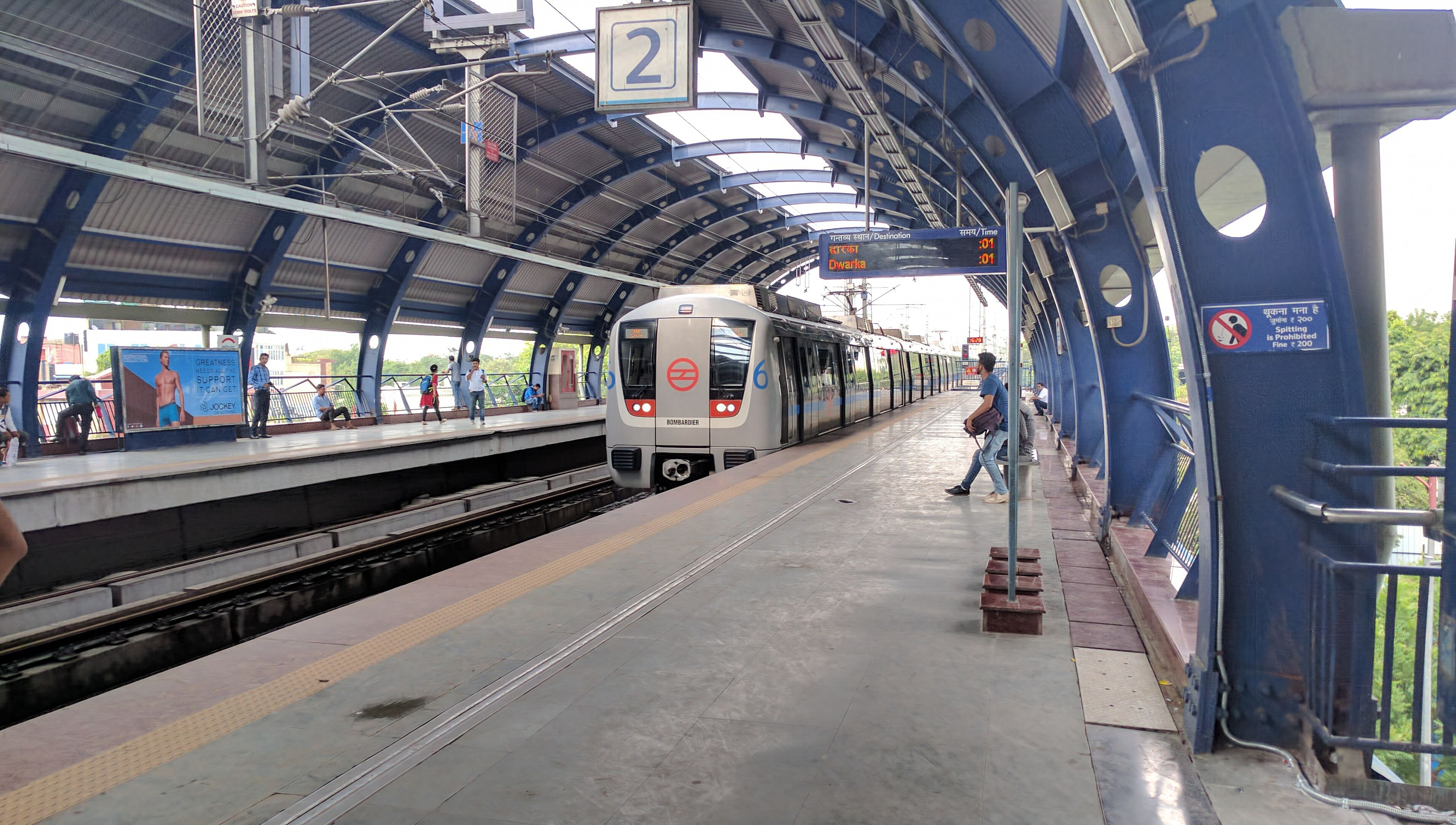 Delhi Metro S New Solar Sound Barriers Will Not Only Cut