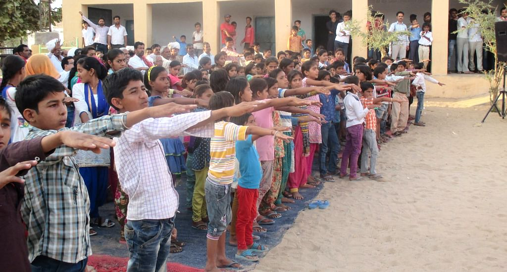The children of Jaisalsar take a pledge to oppose child marriage. (Photo by Tarun Kanti Bose)