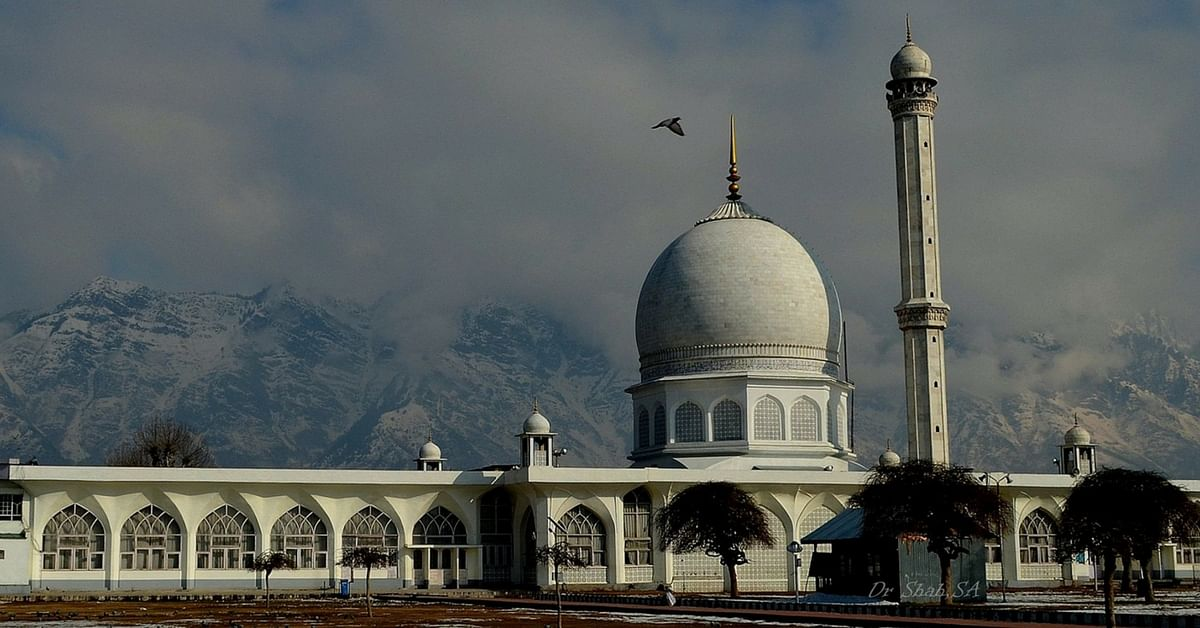 Hazratbal Shrine  SrinagarTimeless   Magnificent  Take a Look at Most Beautiful Mosques in India. Most Beautiful Architecture In India. Home Design Ideas