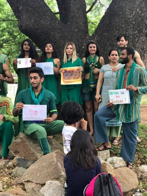 Bengalureans Hug Trees & Form Human Chains to Save 100-Year