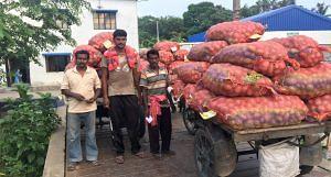 Farmers weighing their produce at the weighbridge in Singur. (Photo by Dhruba Das Gupta)