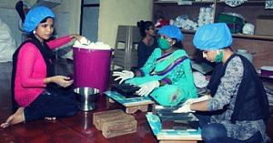 This woman was a pavement dweller, today she runs a sanitary pad manufacturing unit! - Parveen Sheikh - Myna Pads (1)