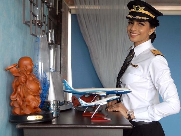 Pilot Wanita Termuda
