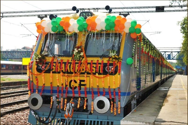 indian-railways-solar-powered-train-delhi