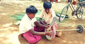 schoolkids-tamil nadu-sweeper-makeshift