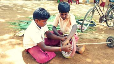 schoolkids-tamil nadu-sweeper-makeshift
