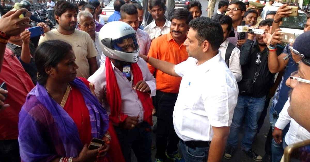On Karva Chauth, Here's What Lucknow Police Gave to Helmet-Less Couples!