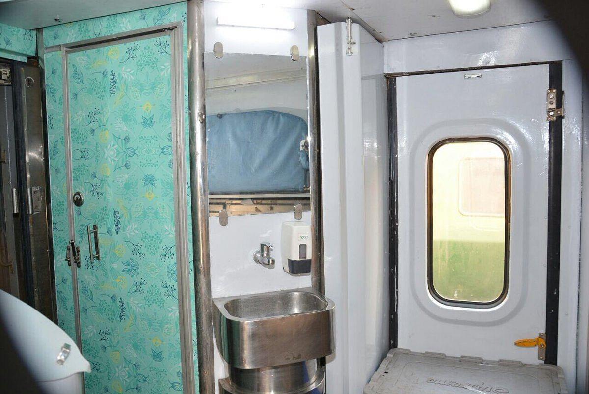 Rajdhani-Swarna Coaches- Indian Railways (1)