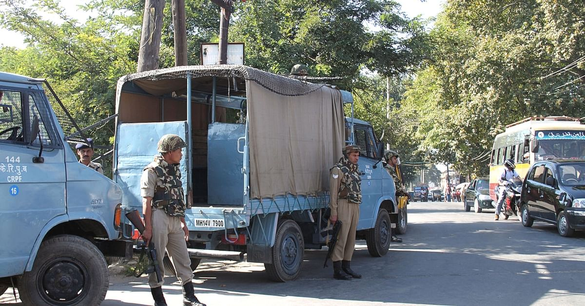 CRPF Offers a Helpline to Kashmiri Militants Who to Wish to Surrender