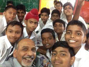 Ravinder Singh with his students. (Source: Ravinder Singh Dahiya)