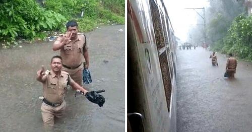 Mumbai police working during the torrential rains. (Source: Twitter- Vishal Surywanshi)