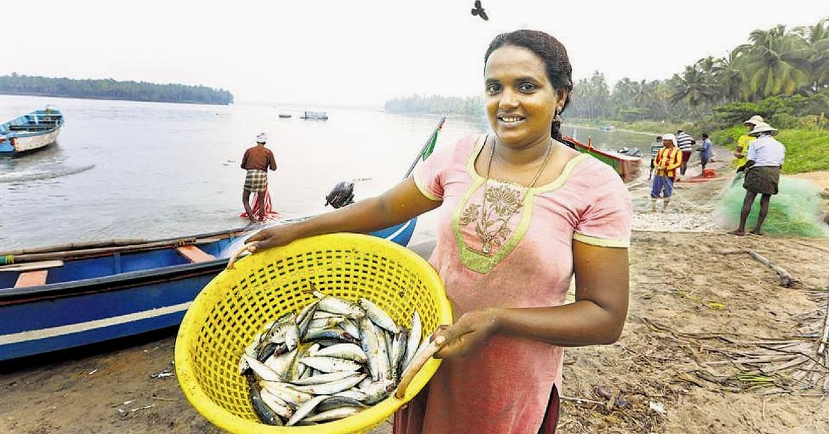 India's First Licensed Fisherwoman Is Both Braving the Sea & Breaking Old Norms