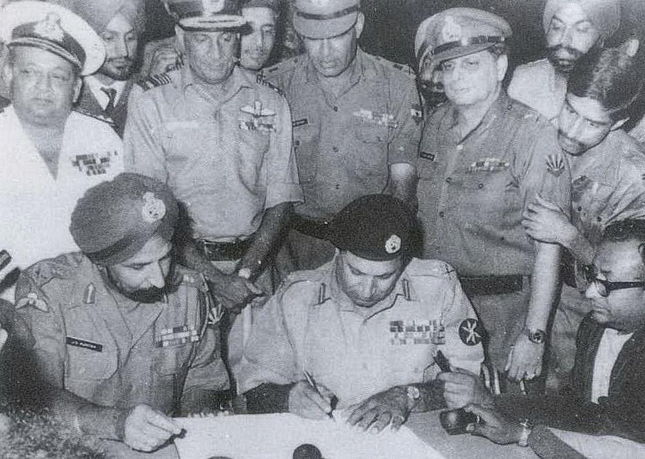 Lt Gen Niazi of Pakistan signing the Instrument of Surrender under the gaze of India's Lt Gen Aurora .