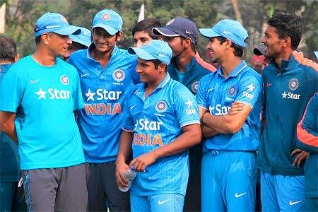 Rahul Dravid with boys from the Under-19 side. (Source: Facebook)