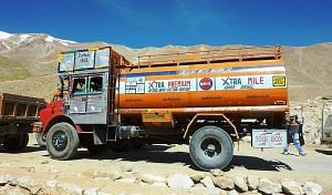 Indian Oil fuel truck on the way to Ladakh. (Source: Wikimedia Commons)