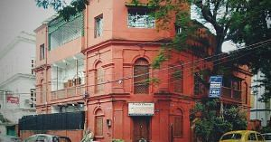 Kolkata has a beautiful collection of old buildings. (1)
