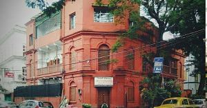 Kolkata has a beautiful collection of old buildings.
