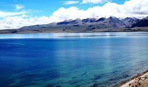 Lake Mansarovar (Source: Wikimedia Commons)