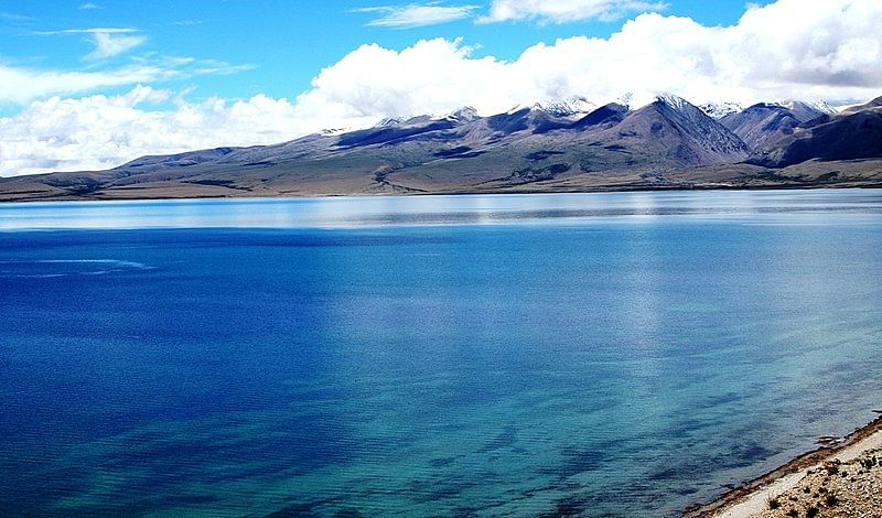 Lake Mansarovar (Source: Wikimedia Commons)