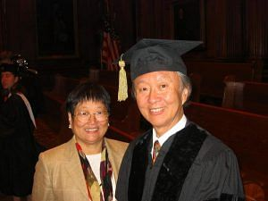 Charles K Kao and his wife in 2004. (Source: Wikimedia Commons)
