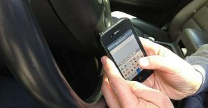 Don't use your phone while driving in Bengal, you might lose your licence.Representative image only. Image Courtesy: Wikimedia Commons.