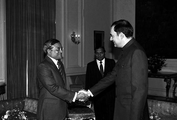 Former Maldives president Maumoon Abdul Gayoom with Indian Prime Minister Rajiv Gandhi. (Source: GoI)