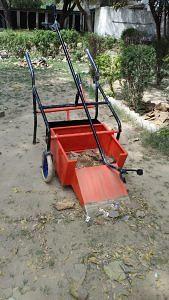 mathura-boy-garbage-collecting-cart