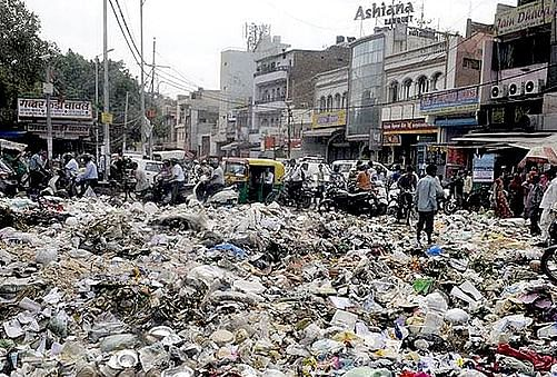 Cities in India are getting crushed under the weight of garbage. (Source: Redkarmate)