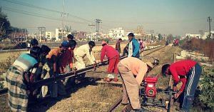 The daily maintenance personnel are an extremely vital part of the Indian Railways.Representative image only. Image Courtesy: Wikimedia Commons.