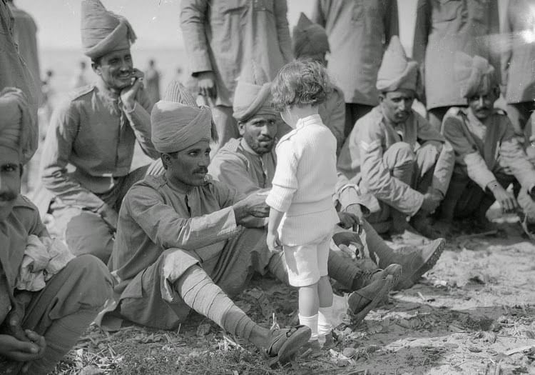 Wounded Indian soldiers in WW-I (Source: Old India Photos)