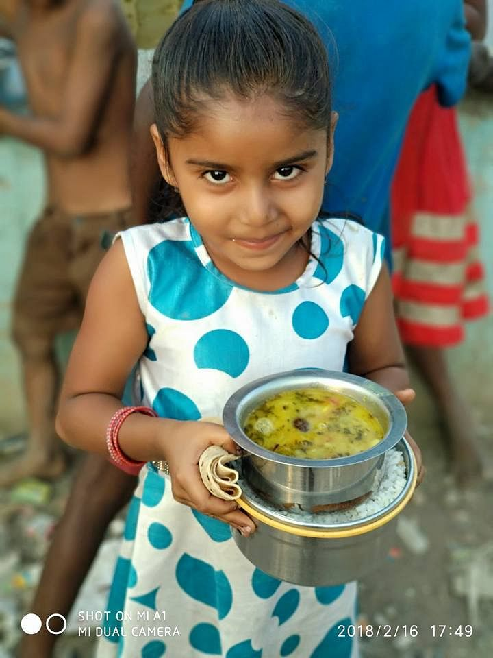 mumbaikar feeds hundreds