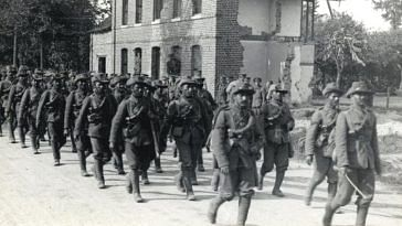 Garhwali riflemen in France, 1915 (Source: Wikimedia Commons/HD Girdwood)