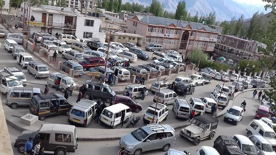 Congestion in the heart of Leh. (Source: Facebook)