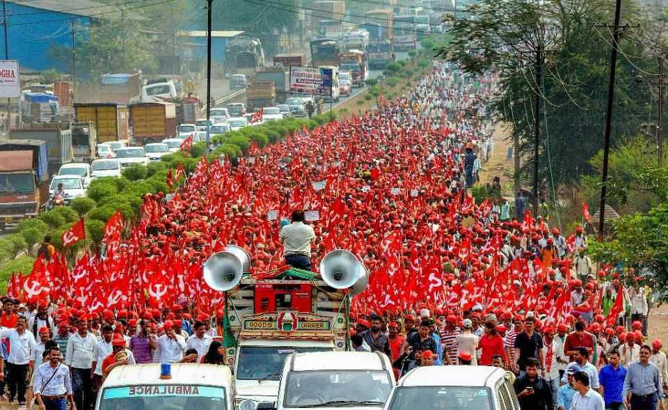 Thousands of farmers from across Maharashtra march to Mumbai. (Source: Facebook)