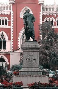 A statue of Surya Sen in front of Calcutta High Court. (Source: Facebook)