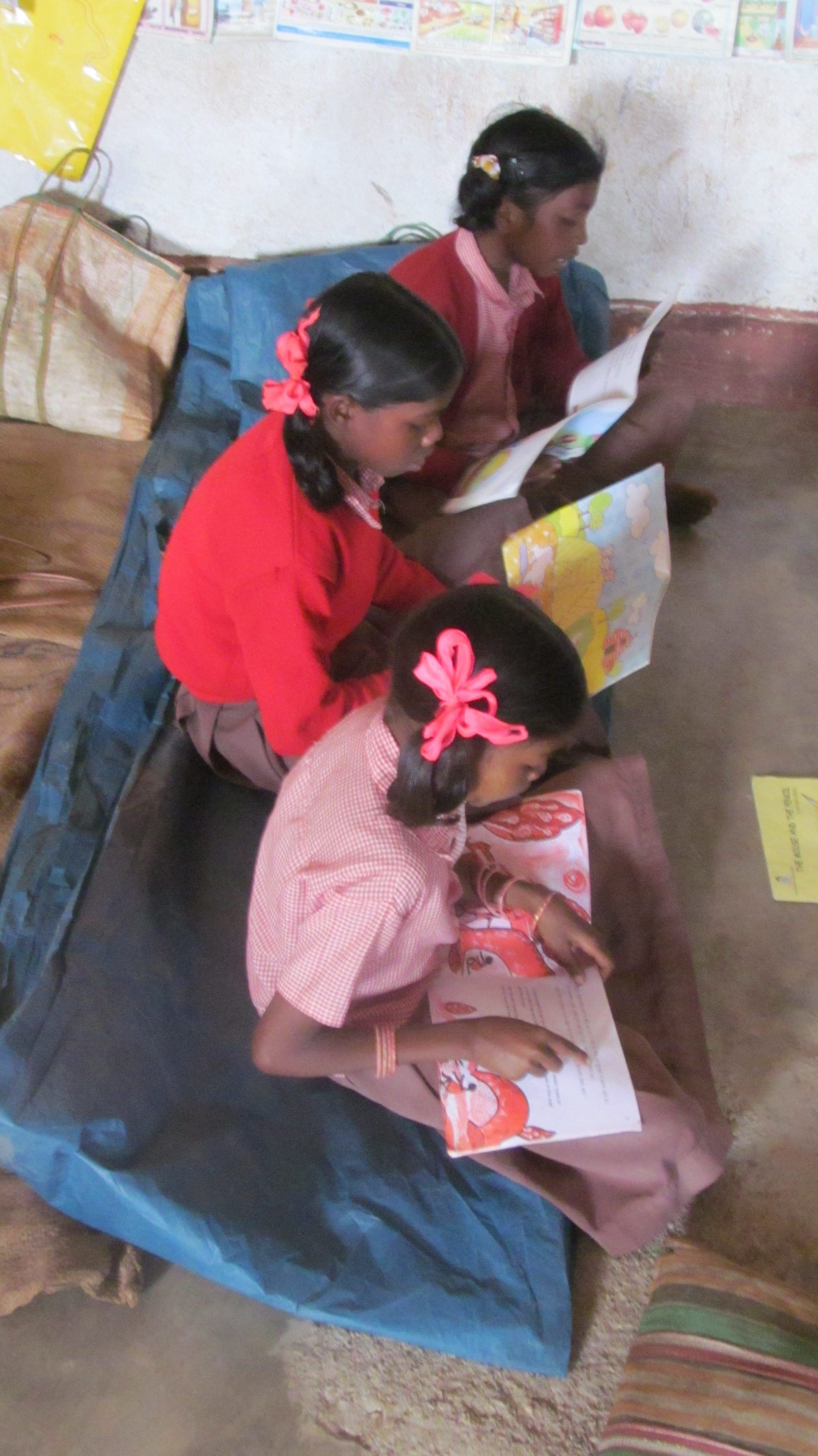 Children reading books written in Mundari, a langauge spoken by the Munda tribe of Eastern India.