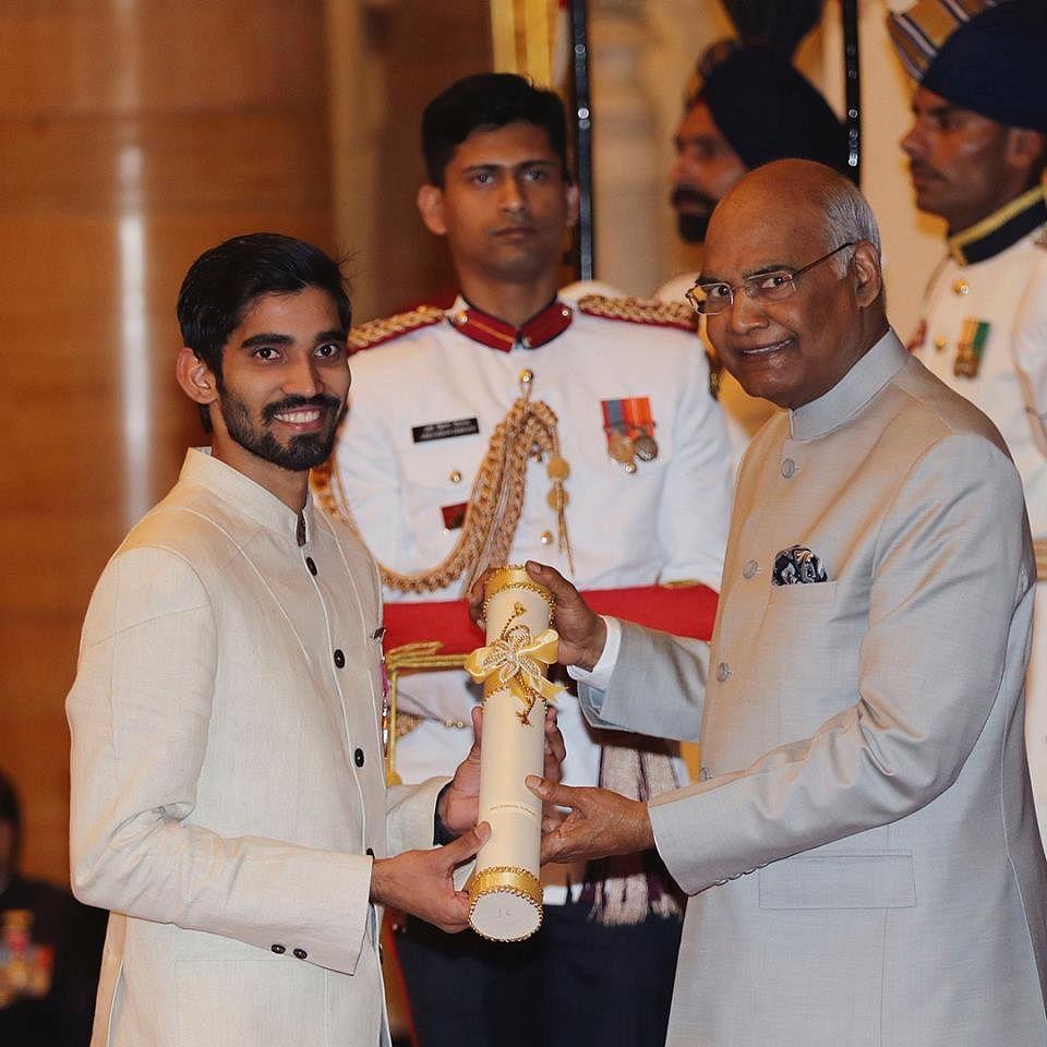 Kidambi Srikanth receiving Padma Shri from President Ramnath Kovind. (Source: Facebook/Srikanth Kidambi)