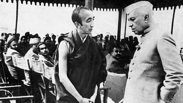 1953: Bakula Rinpoche with Jawaharlal Nehru, India's first Prime Minister, in another meeting in Srinagar (Source: Sonam Wangchuk)